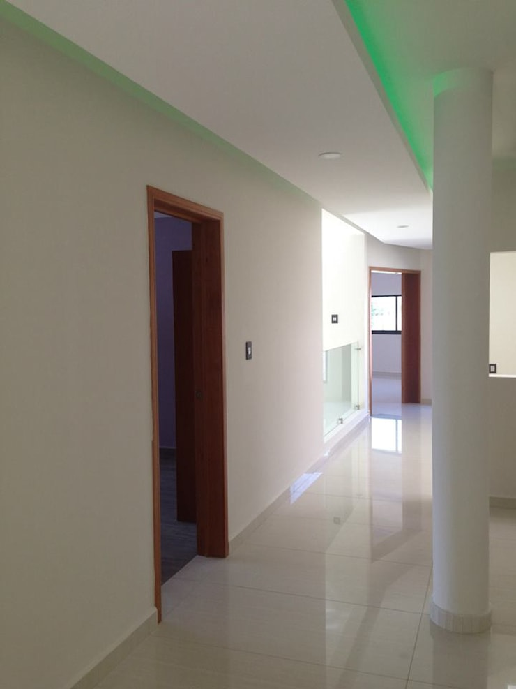 Pasillo PA: Pasillos y recibidores de estilo  por disain arquitectos
