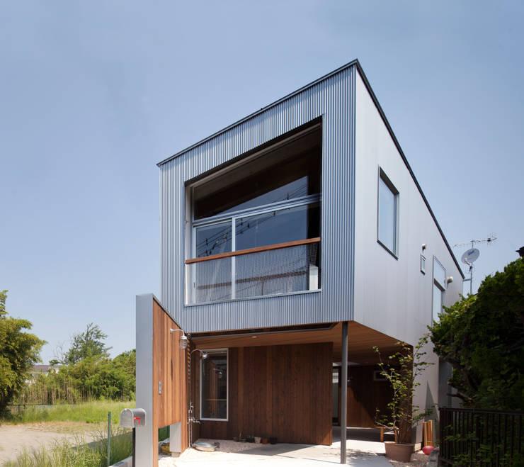 Casas de estilo moderno por 水野建築事務所