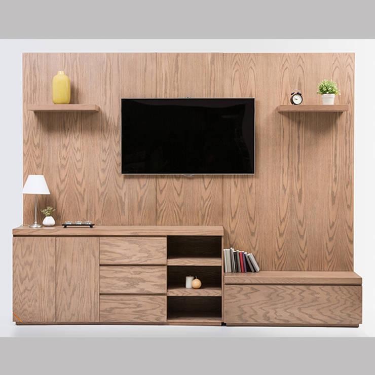 Mueble de TV con consola escalonada: Sala multimedia de estilo  por MADERISTA