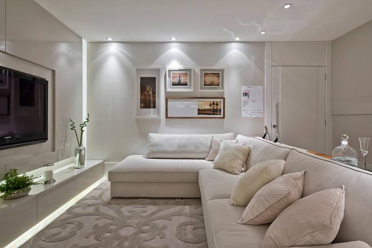Casa Cor PR 2013 : Salas de estar  por Rolim de Moura Arquitetura e Interiores