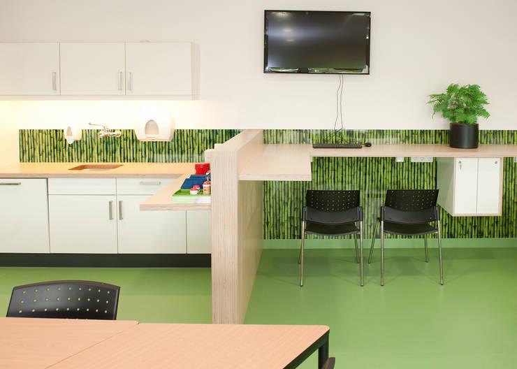 Keuken achterwand AMC Amsterdam:  Gezondheidscentra door PimpYourKitchen, Modern