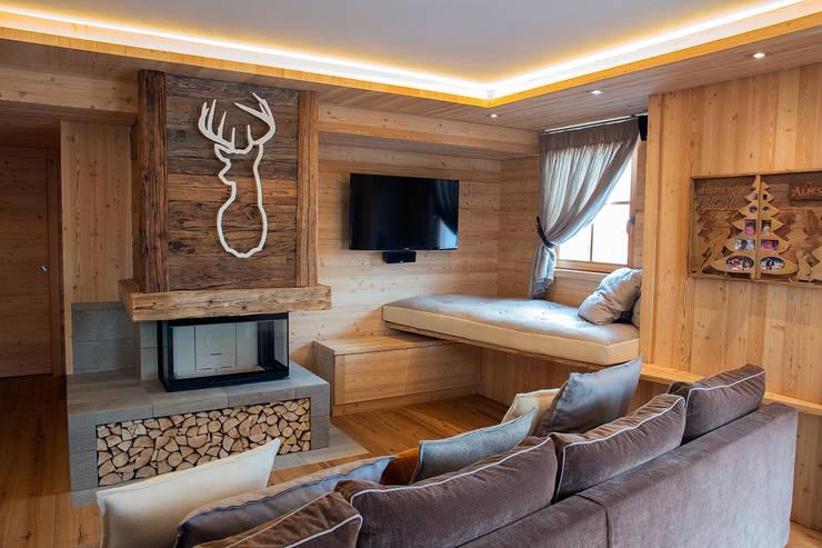 House FDAA: Soggiorno in stile  di BEARprogetti - Architetto Enrico Bellotti