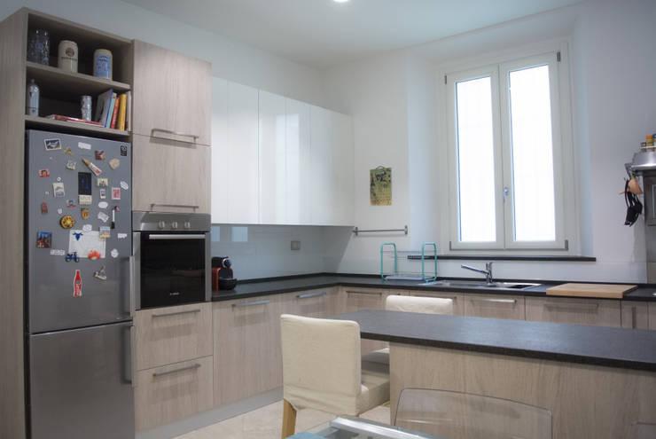 Kitchen by Studio di architettura Miletta