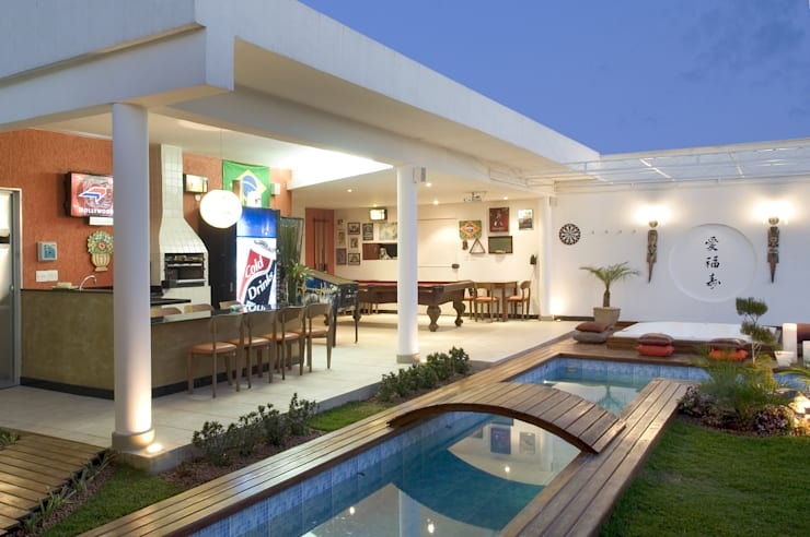 Casa Belvedere: Piscinas  por Andrea Ker Bacha Design LTDA
