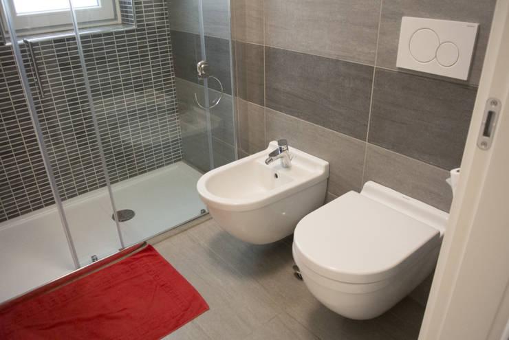 Bathroom by Studio di architettura Miletta