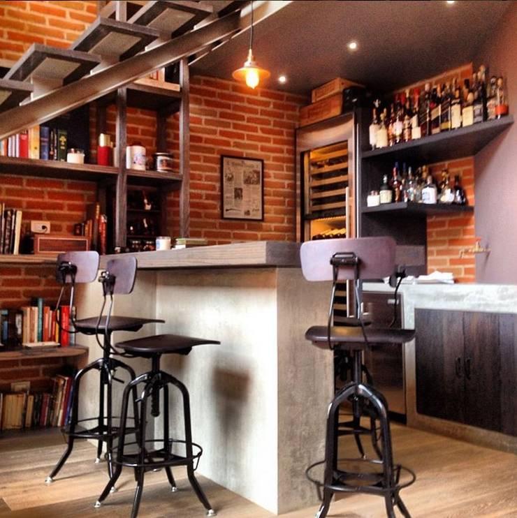 Barra y Bar: Salas de estilo  por Quinto Distrito Arquitectura