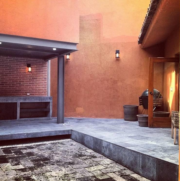 Asador: Estudios y oficinas de estilo  por Quinto Distrito Arquitectura