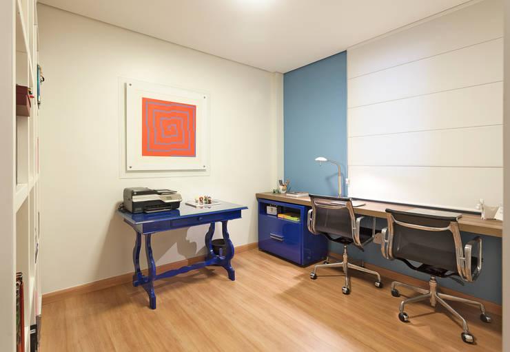 Cobertura .SC: Escritórios  por Amis Arquitetura & Design,