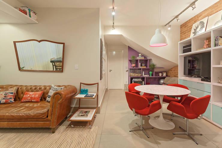 Cobertura .SC: Salas de jantar ecléticas por Amis Arquitetura & Design