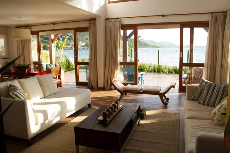 Casa de praia: Salas de estar rústicas por Espaço do Traço arquitetura