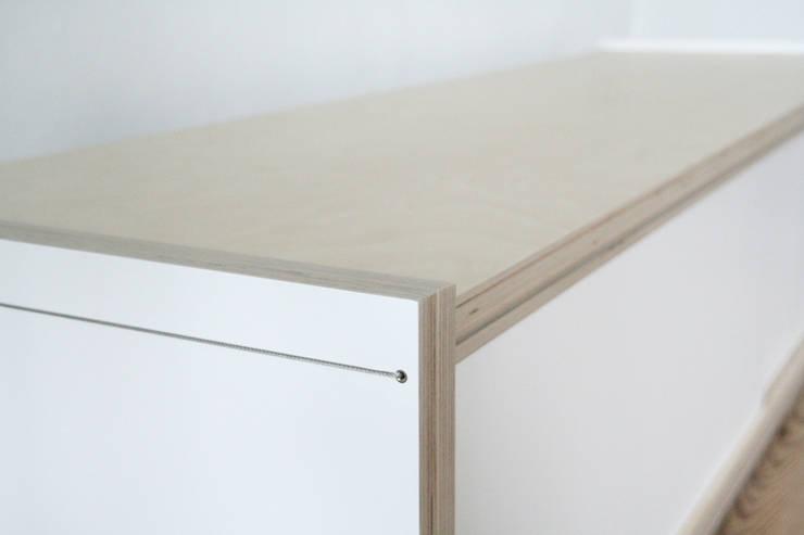Kastsysteem Kabel TV-meubel:  Woonkamer door sandra nielen