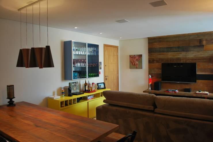 Apartamento .GD: Salas de jantar  por Amis Arquitetura & Design