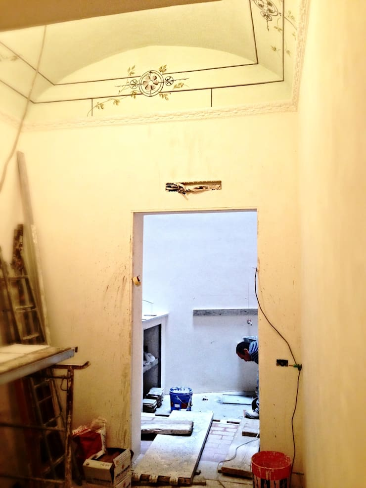 STUDIO M: Studio in stile  di Nau Architetti