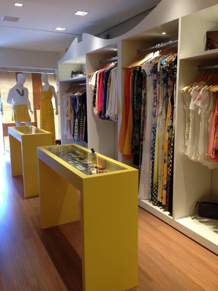 Projeto Risoflora: Lojas e imóveis comerciais  por Amis Arquitetura & Design,