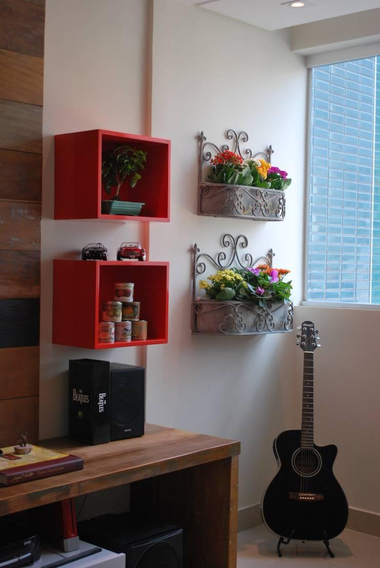 Apartamento .GD: Salas de estar  por Amis Arquitetura & Design