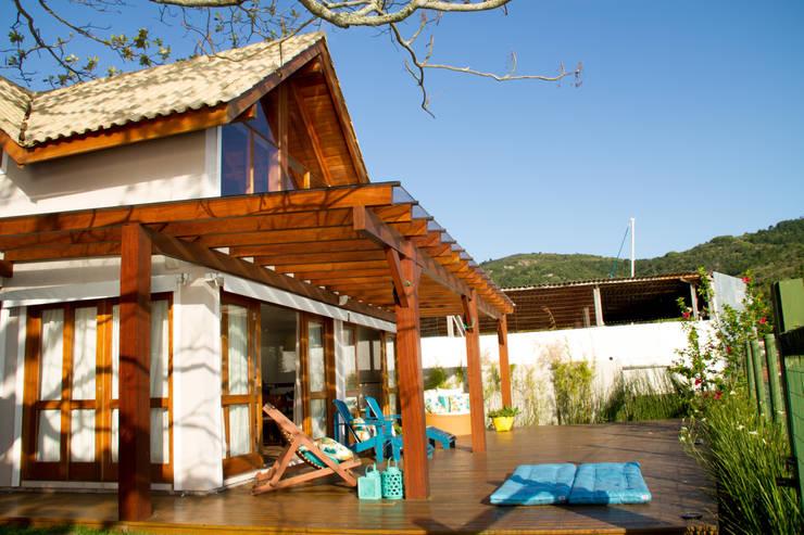 Casa de praia: Casas rústicas por Espaço do Traço arquitetura