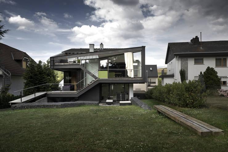 Casas de estilo  por reinhardtjung