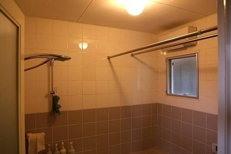 築40年の浴室がホテルライクのバスルームに: Style is Still Living ,inc.が手掛けたです。