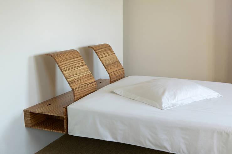 Dormitorios de estilo moderno de meubelmakerij mertens