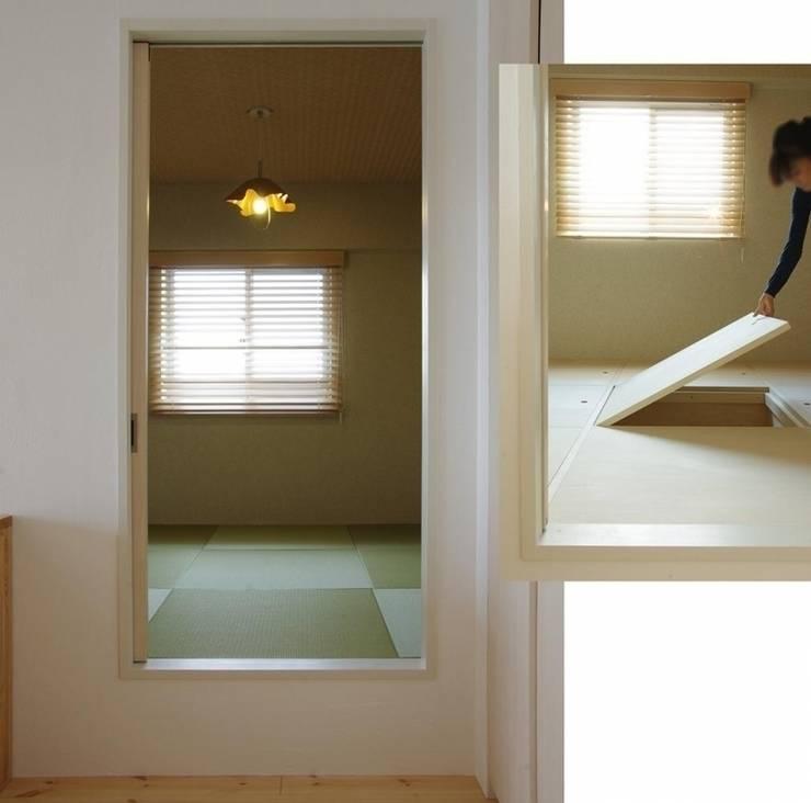 素足がきもちいい家: Style is Still Living ,inc.が手掛けた和室です。