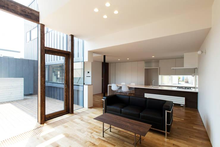 リビング: 一級建築士事務所 Atelier Casaが手掛けたリビングです。