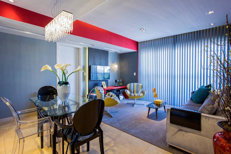 Living contemporâneo: Sala de estar  por Lo. interiores