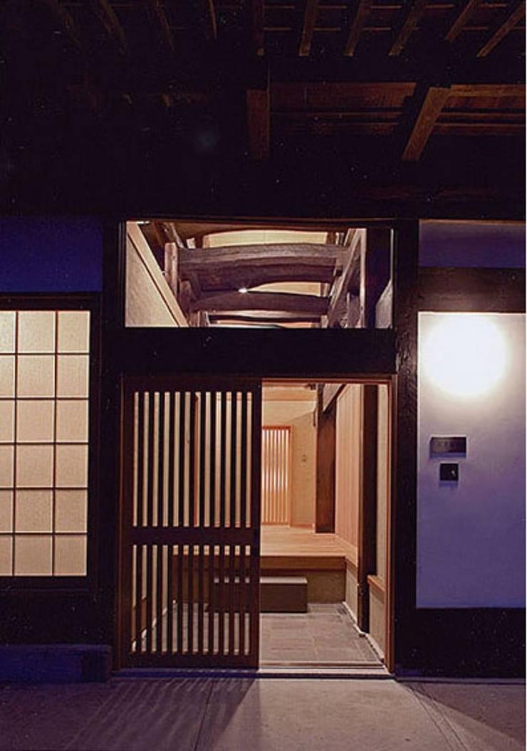 玄関 オリジナルな 家 の 松井建築研究所 オリジナル