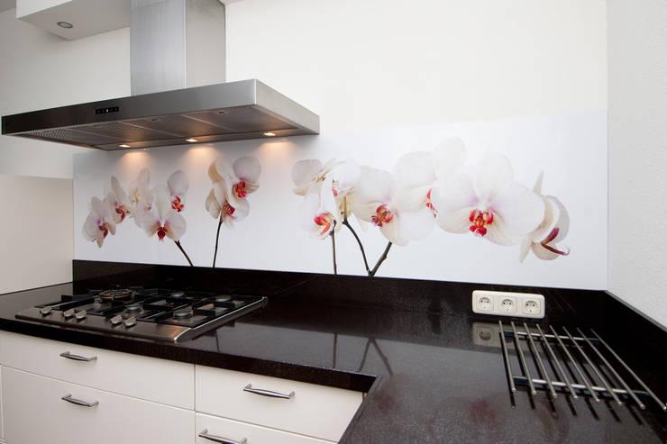 """Keuken achterwand """"Phalaenopsis"""" op Pimp Superior materiaal:  Keuken door PimpYourKitchen, Rustiek & Brocante"""
