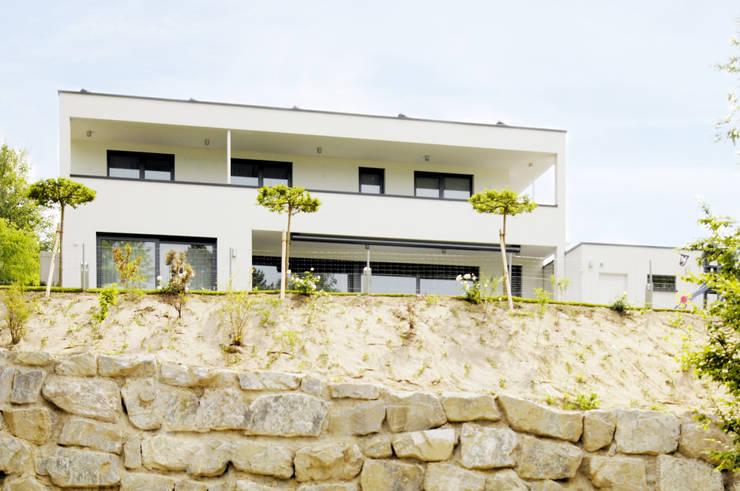 Hanglage:  Häuser von Ingenieurbüro für Planung und Projektmanagement Hangs
