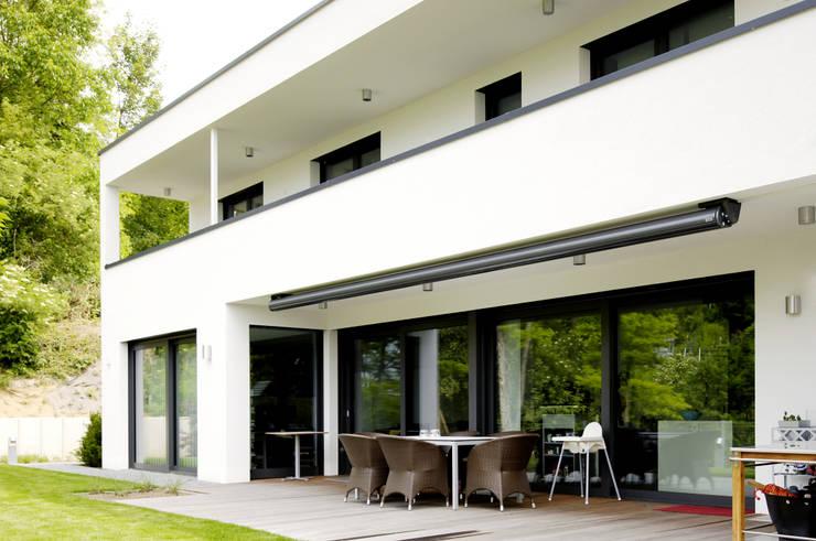 Terrasse mit Garten:  Häuser von Ingenieurbüro für Planung und Projektmanagement Hangs