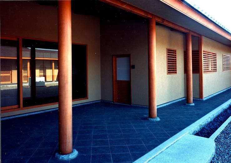 玄関: 松井建築研究所が手掛けた家です。
