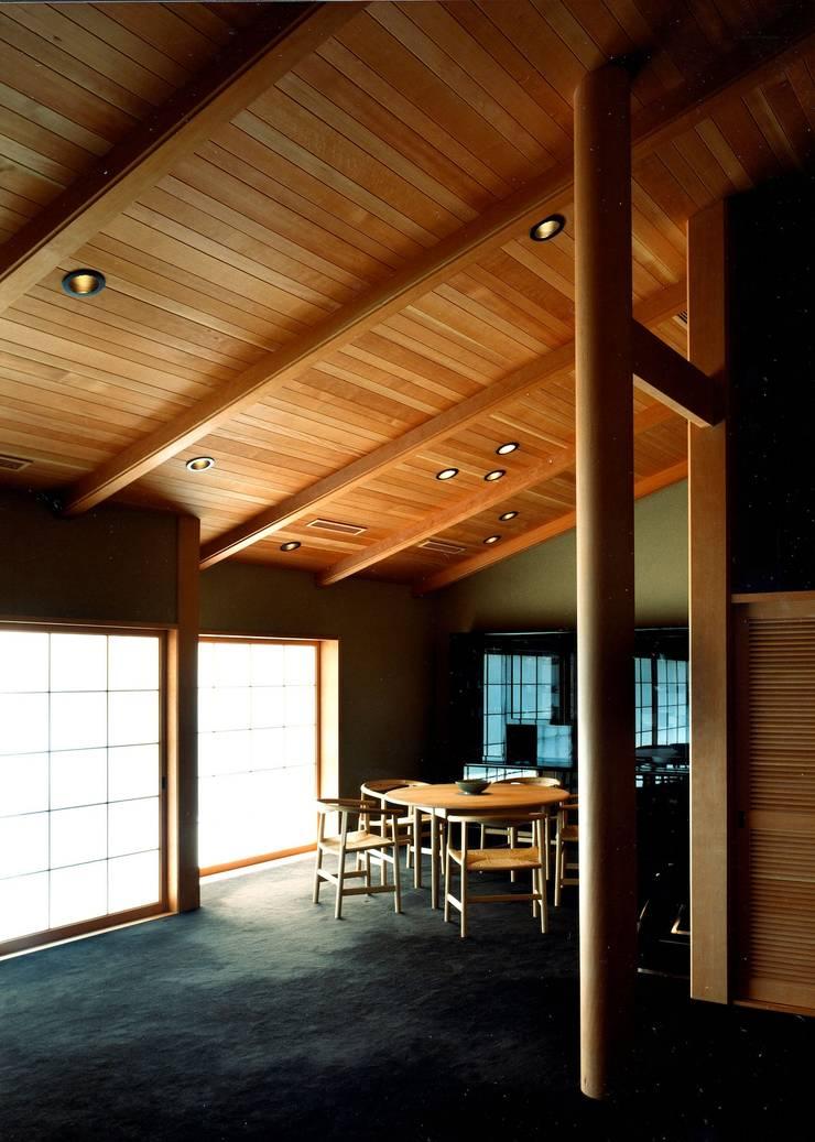 リビングダイニング: 松井建築研究所が手掛けたリビングです。