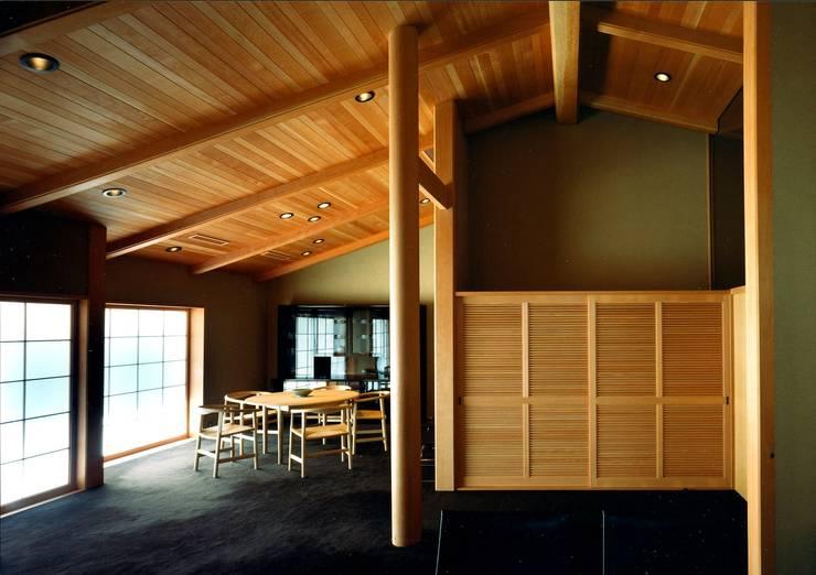 ダイニング: 松井建築研究所が手掛けたダイニングです。