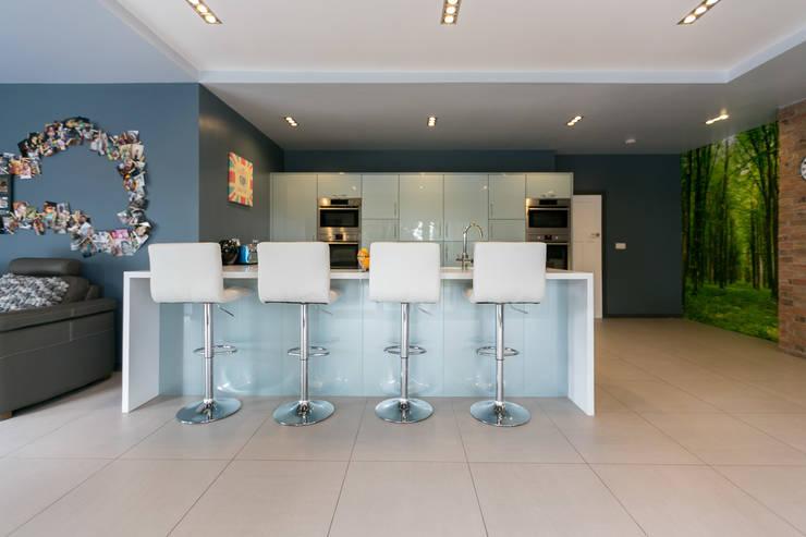 Beechwood:  Kitchen by SDA Architecture Ltd