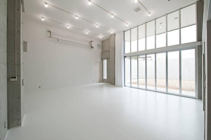F House and Studio: 有限会社クリエデザイン/CRÉER DESIGN Ltd.が手掛けた商業空間です。