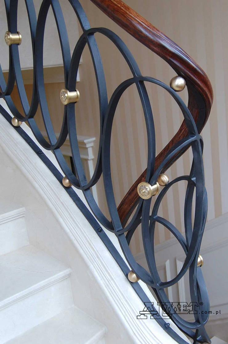 Balustrada kuta – wzór B312: styl , w kategorii Korytarz, hol i schody zaprojektowany przez ALMET Kowalstwo Artystyczne,
