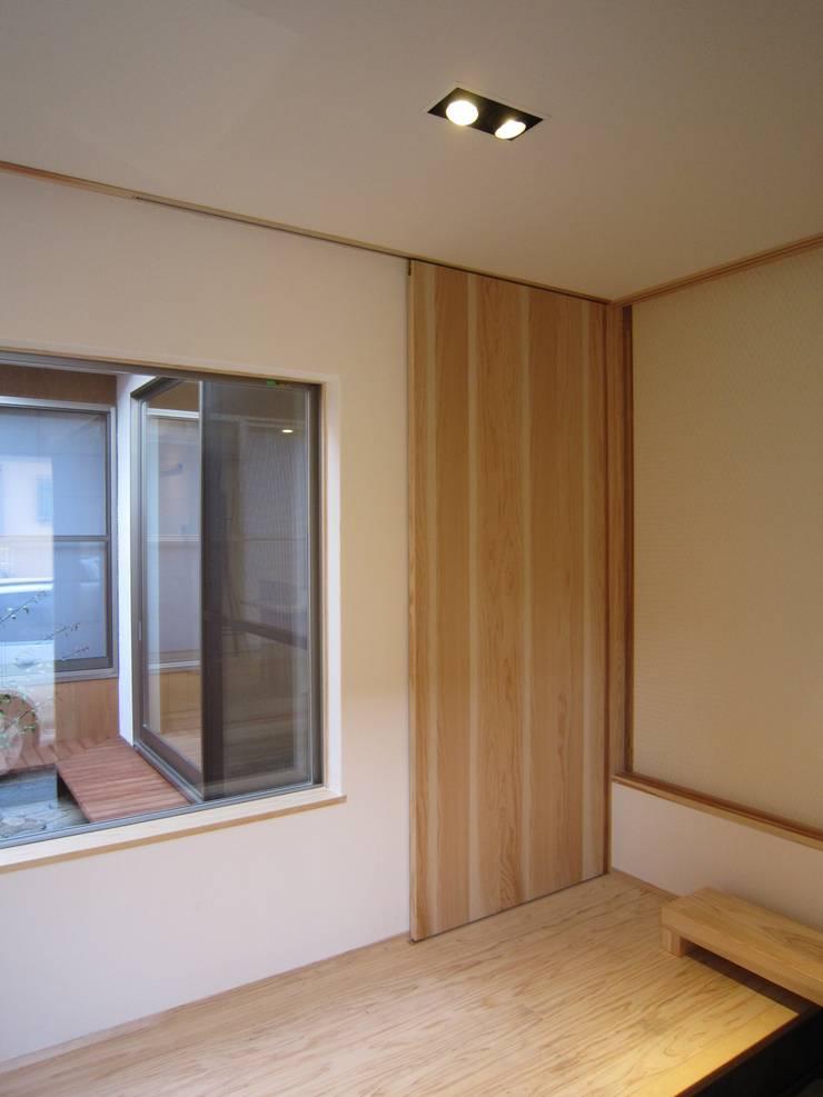 M-House: 有限会社クリエデザイン/CRÉER DESIGN Ltd.が手掛けた廊下 & 玄関です。