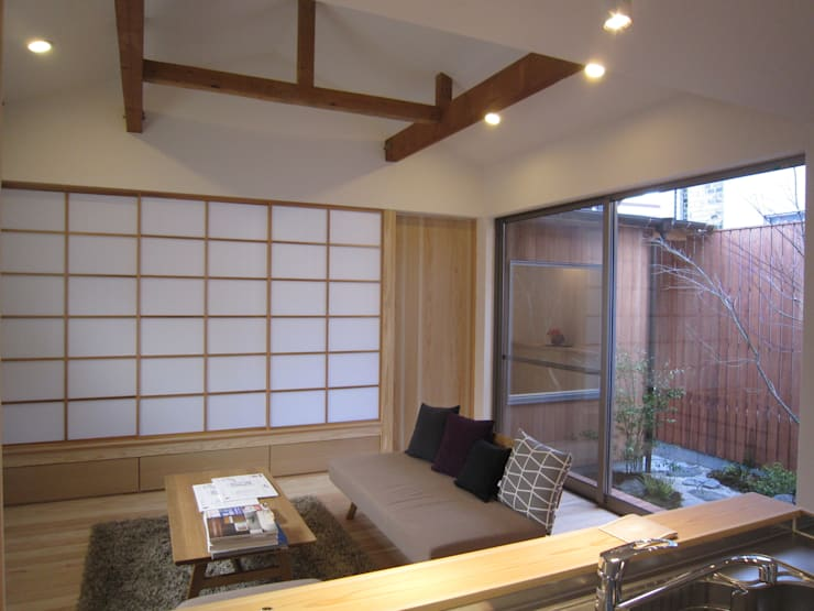 M-House: 有限会社クリエデザイン/CRÉER DESIGN Ltd.が手掛けたリビングです。