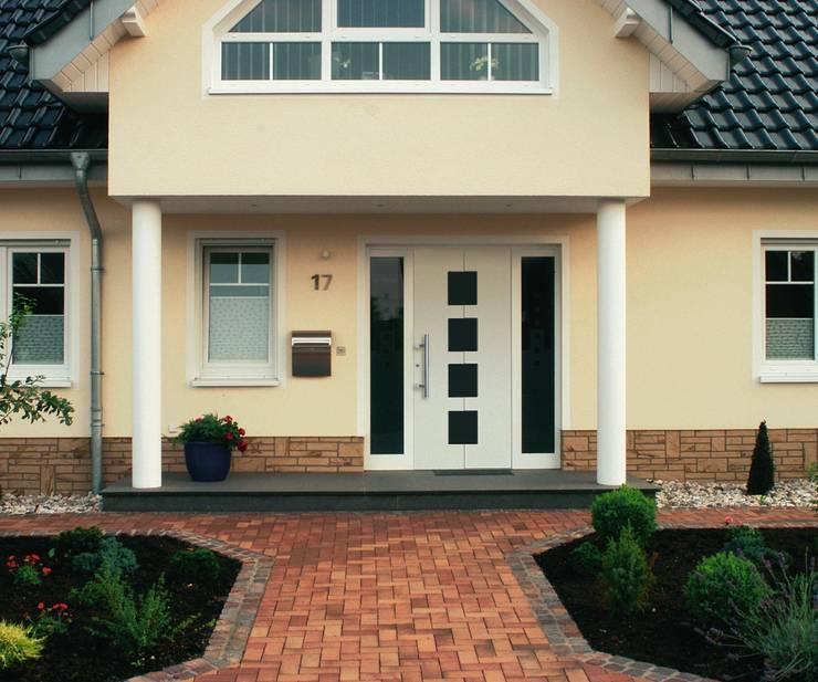 Disenos Puertas Frente Casa 25: 15 Diseños De Ventanas Para Fachadas Modernas