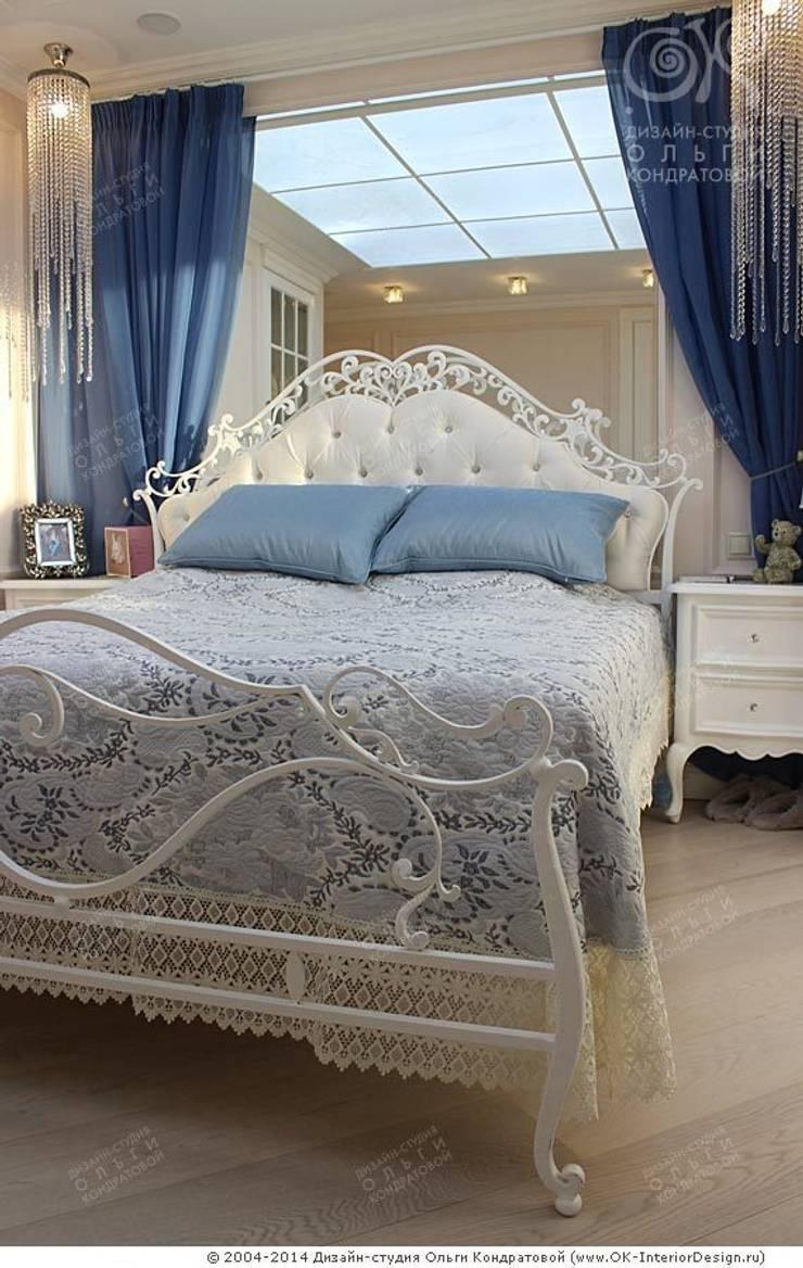 Фото кровати в интерьере спальни в квартире: Спальни в . Автор – Дизайн студия Ольги Кондратовой, Классический