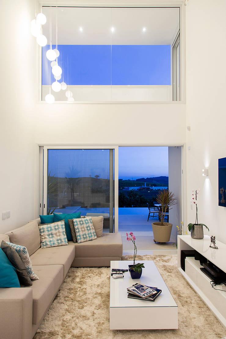 Casa FD: Salas de estar modernas por SAA_SHIEH ARQUITETOS ASSOCIADOS