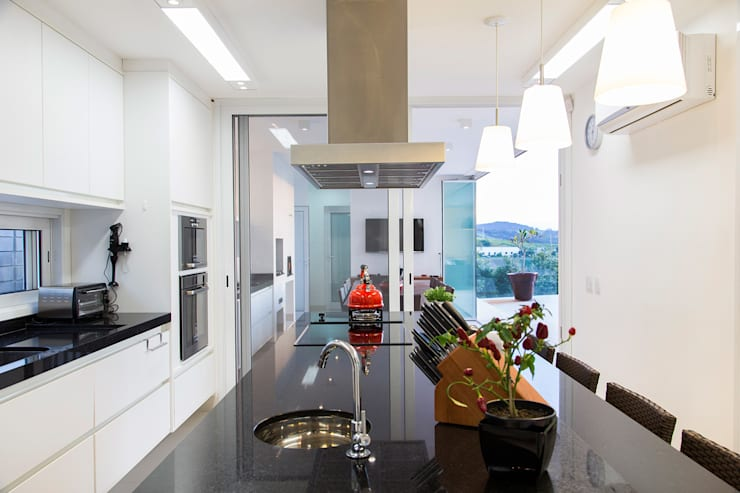 Casa FD: Cozinhas modernas por SAA_SHIEH ARQUITETOS ASSOCIADOS