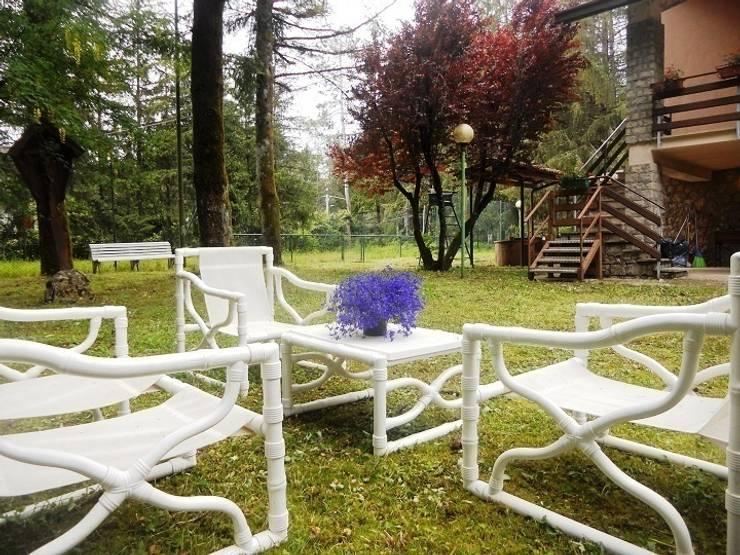 Parco : Giardino in stile  di Sublacense Home Staging