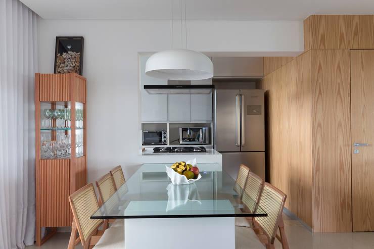 Sala de Jantar: Salas de jantar  por Haruf Arquitetura + Design