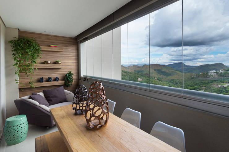 Varanda Gourmet: Terraços  por Haruf Arquitetura + Design