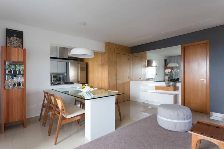 Sala de Jantar e Entrada: Salas de jantar  por Haruf Arquitetura + Design