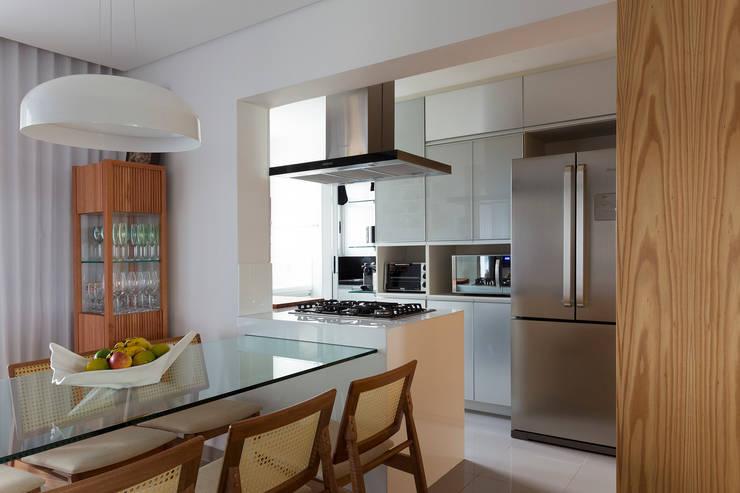 Cozinha: Cozinhas  por Haruf Arquitetura + Design