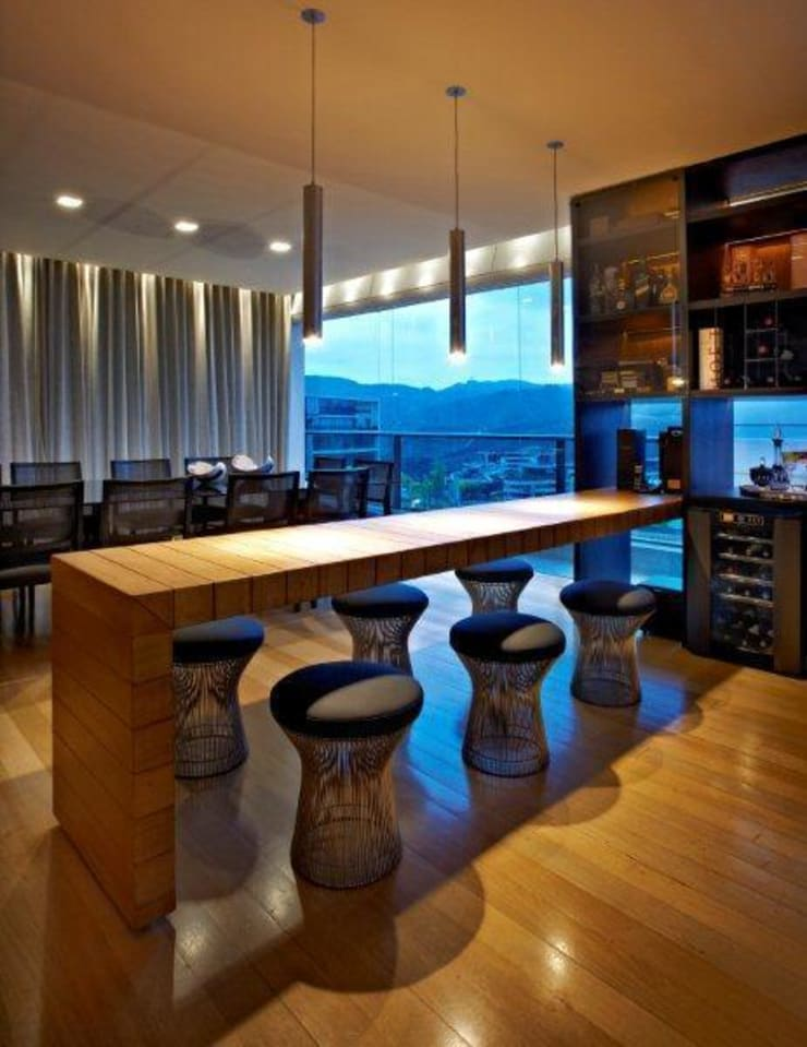 Top House VH: Salas de jantar  por Cristina Menezes Arquitetura