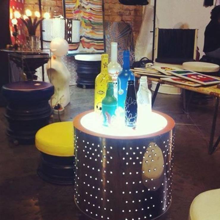 Mesa de Lavar: Sala de estar  por Haruf Arquitetura + Design