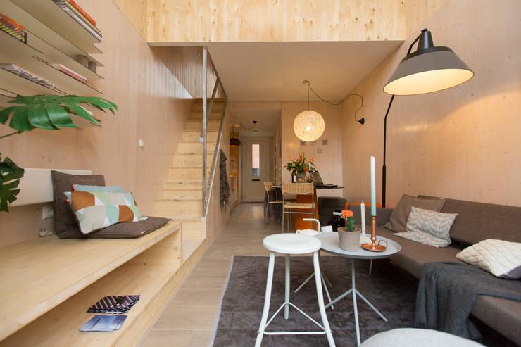 Phòng khách by MoodBuilders